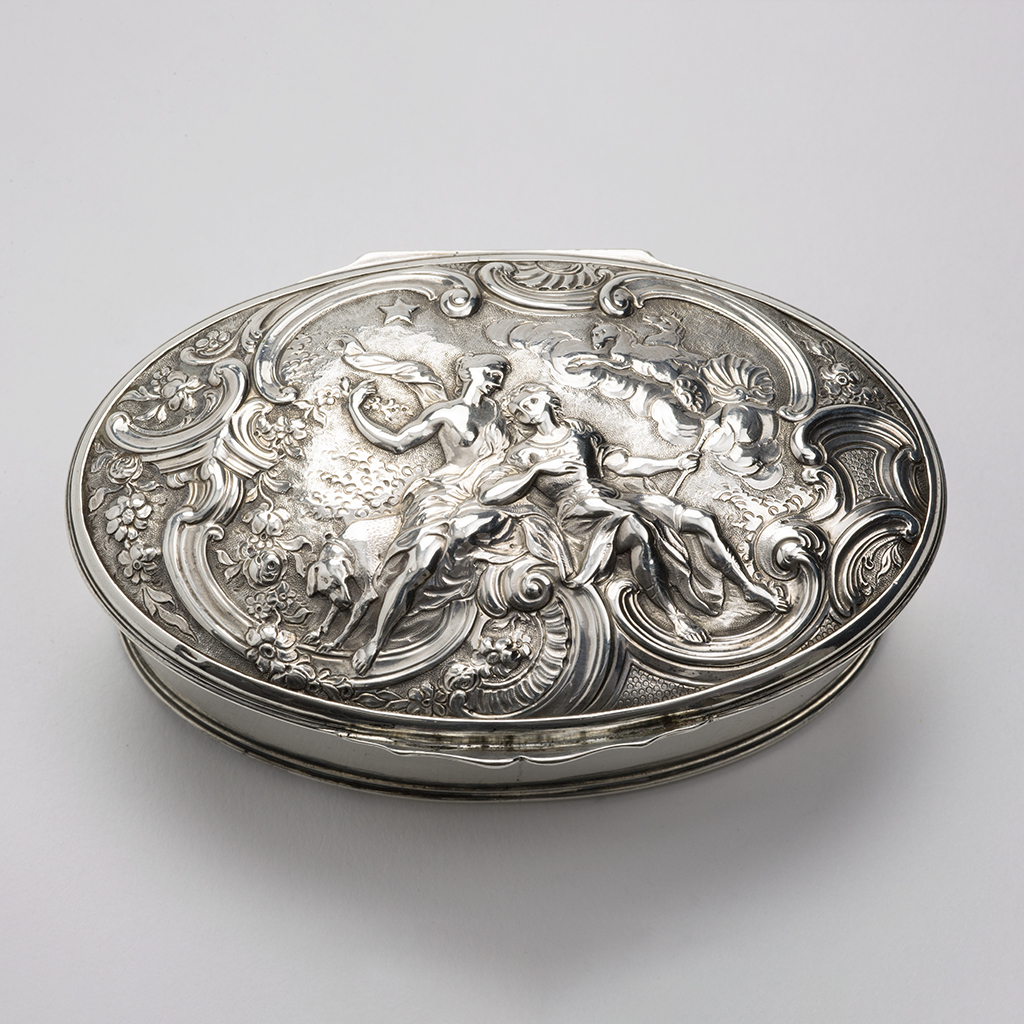A George III Silver Snuffbox.