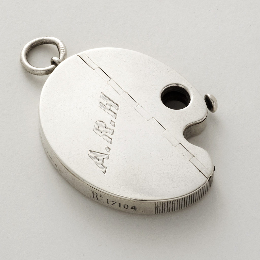 A Victorian Novelty Silver Vesta Case And Cheroot Cutter.